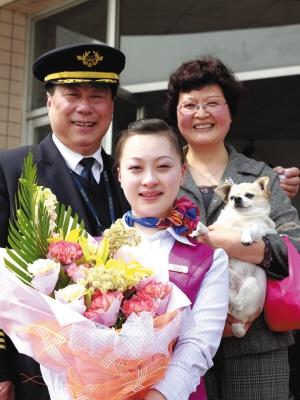 川航资深机长刘永成飞行父女情 温暖入人心