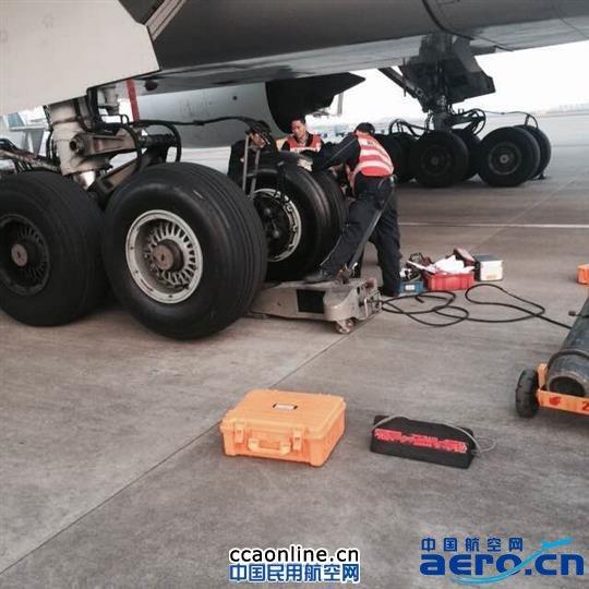 国航重庆空地联动服务旅客应对飞机换胎