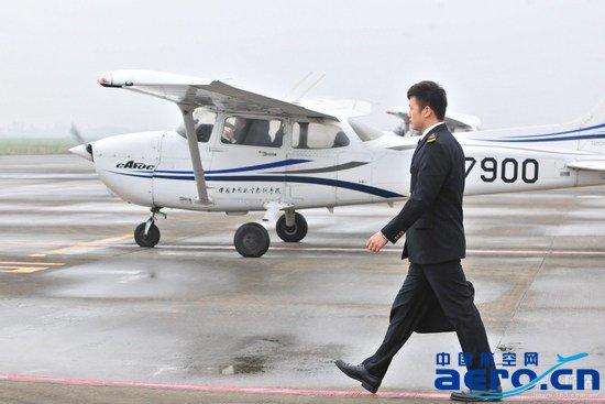 如何成为民航客机飞行员