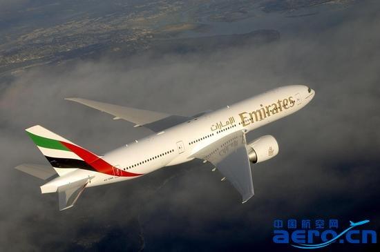 """阿联酋航空波音777-200LR客机  阿联酋航空 (以下简称""""阿航"""")今日宣布,从2016年5月3日起,将开通郑州(CGO)飞往迪拜经停银川(INC)的新航线,每周四班,由波音777-200LR客机执飞,此举将进一步拓展阿航在中国大陆市场的业务。新航线将帮助这两个发展迅速的中国城市构建新的国际化桥梁。此外,加上北京、上海和广州三地,阿航在中国大陆的目的地数量将扩大至五个。   阿航的新航线将成为连接郑州与迪拜的第一条直飞航线,同时为来自郑州和银川以及周边地区的乘客提供更快速、便"""