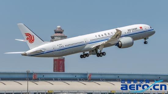中国首架787-9飞机成功首航北京—成都航线