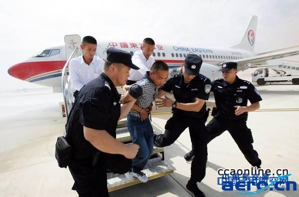 武汉天河机场举行双跑道应急救援综合演练