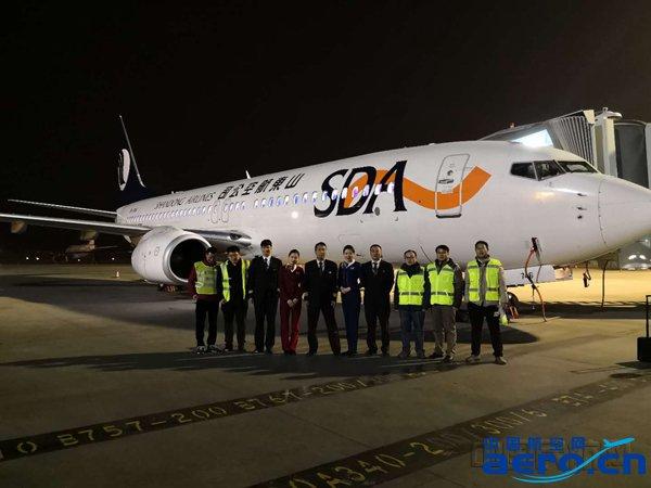11月16日凌晨在乌鲁木齐国际机场的这次成功试飞,意味着乌鲁木齐机场已经通过低能见度150米的运行验证。后续,乌鲁木齐机场将成为继首都机场之后国内第二个具备特殊批准RVR150米(跑道视程150米)起飞运行能力的机场。未来随着这项技术的不断推广,将大大提高乌鲁木齐机场秋冬季节的航班保障能力,改善因为大雾等能见度不足天气下的航班延误问题。