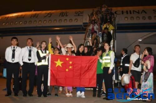 29日机场重新开放后,已有一千多名中国游客从巴厘岛机场撤离.