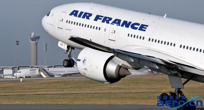 一架法国航空公司(air france)的飞机因燃料泄露紧急迫降巴拉圭机场