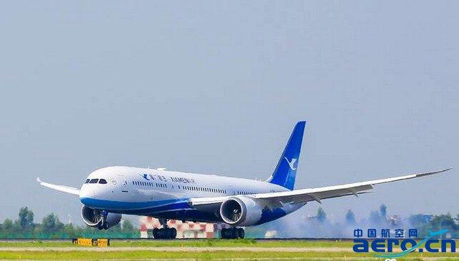 福州机场的航班任务由厦门航空紧急从国内调用备份机组成员完成飞行.