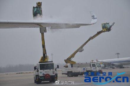 首都机场持续零星小雪 截至14时共执行航班806架次