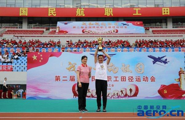 获得团体冠军的深圳航空代表队.jpg