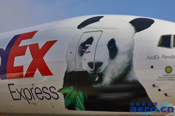 """FedEx熊猫快递号""777专机2.jpg"