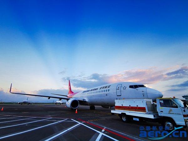 机坪上已完成航前工作的波音飞机 。韦晓云 摄_副本.jpg